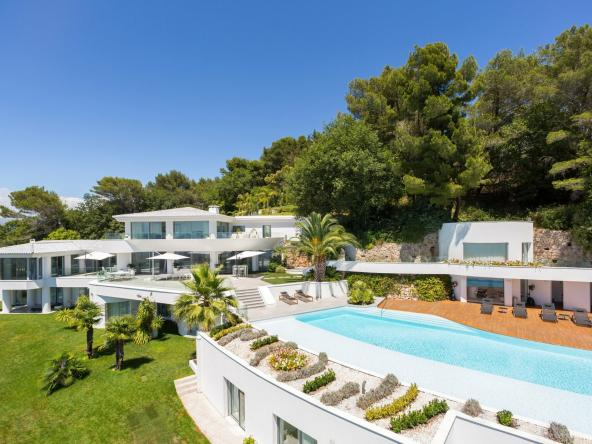 Villa in the Heights of Cannes $66,820,475