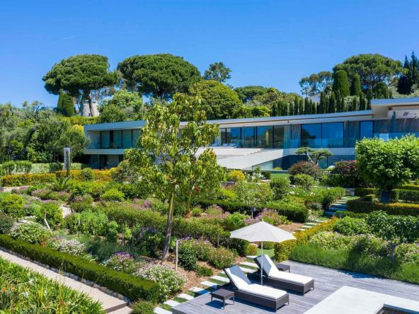 Luxurious Contemporary Villa in The Heart Of The Cap D'antibes $34,017,696