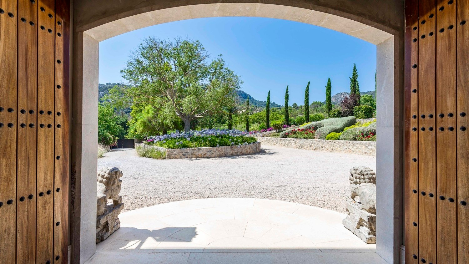 Authentic Mallorcan Mansion with Panoramic Countryside Views Entrance