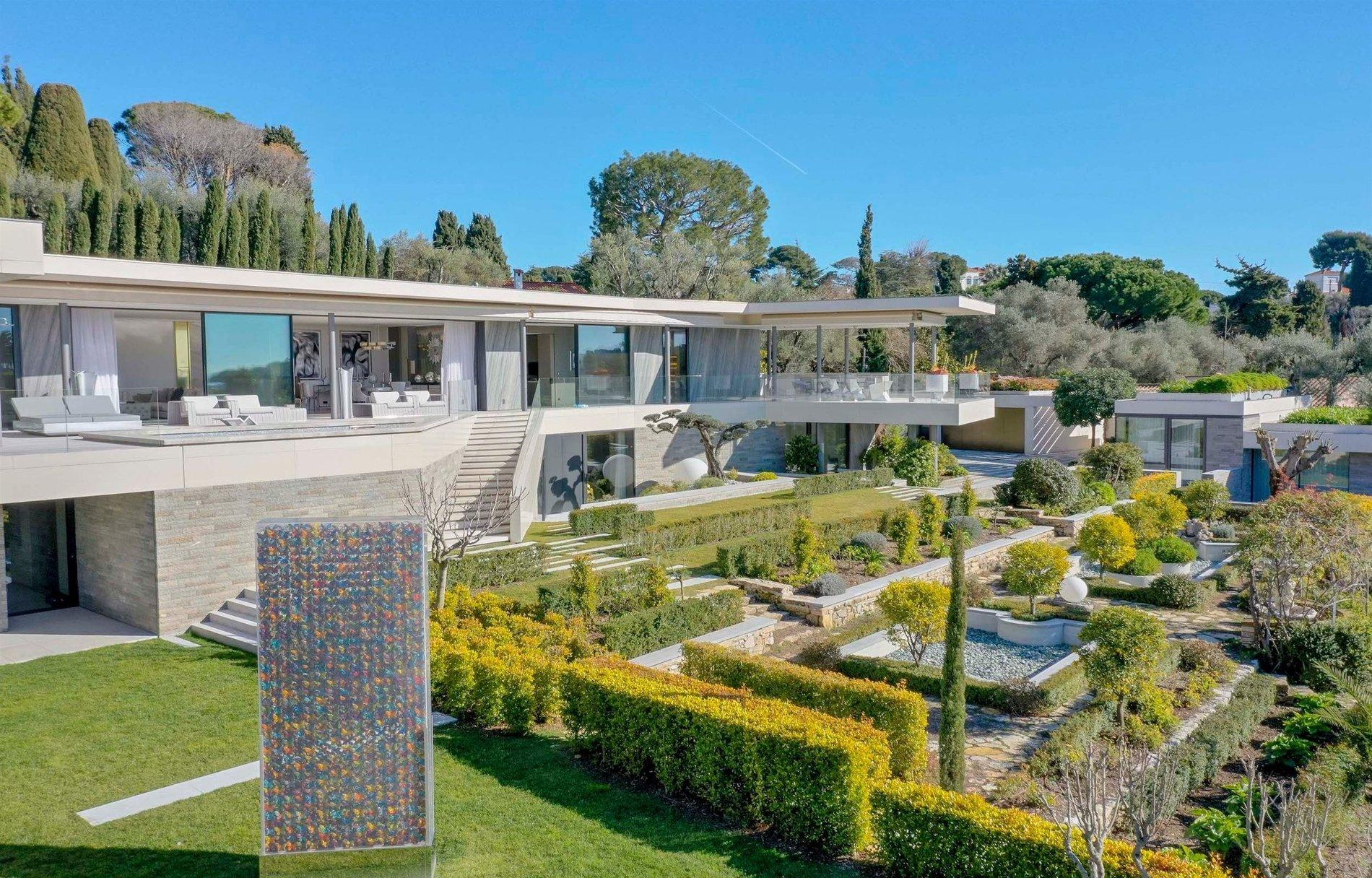 Luxurious Contemporary Villa in The Heart Of The Cap D'antibes Garden