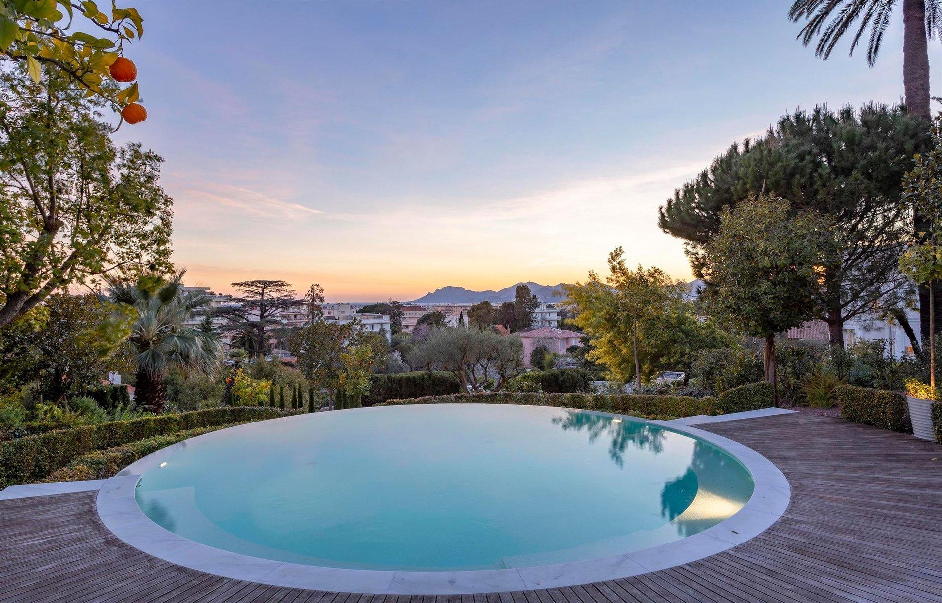 Luxury Property With Panoramic Sea Views In Cannes Pool
