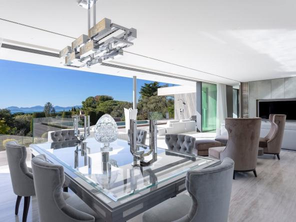 Luxurious Contemporary Villa in The Heart Of The Cap D'antibes Dining Room