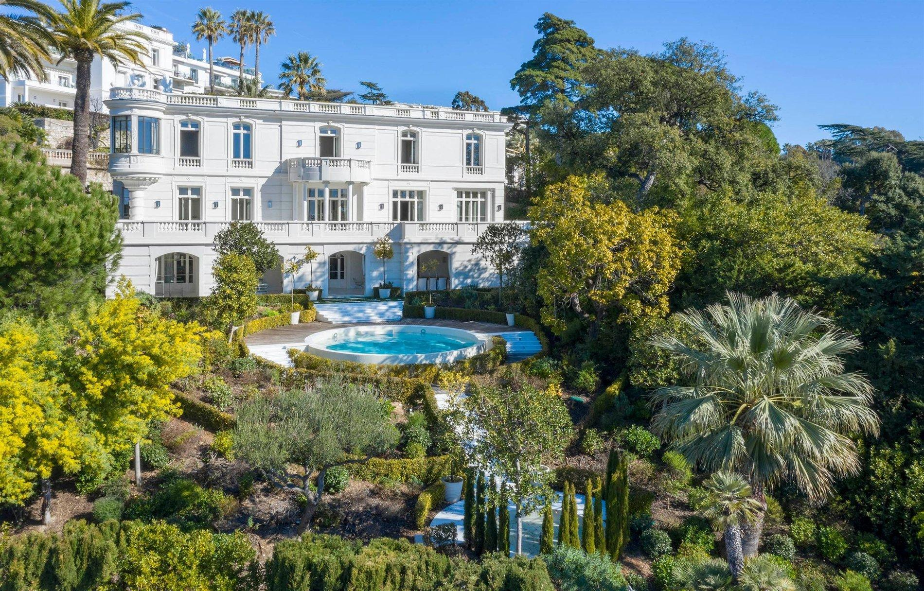 Luxury Property With Panoramic Sea Views In Cannes Garden