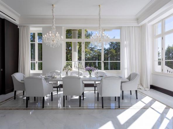 Luxury Property With Panoramic Sea Views In Cannes Dining Room