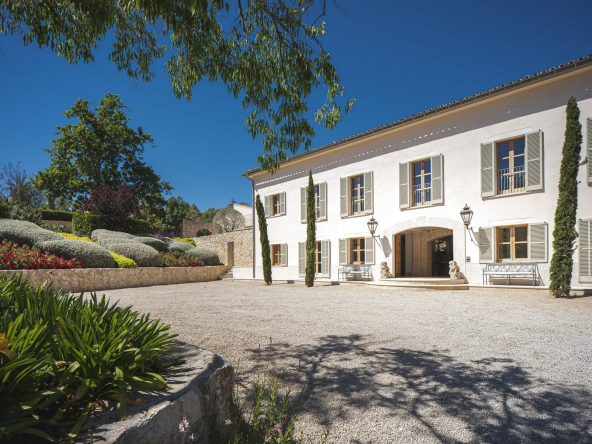 Unique Renovated Country Estate In Puigpunyent Entrance