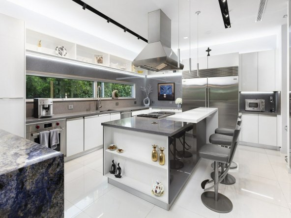 Immaculate N Pinecrest House Kitchen